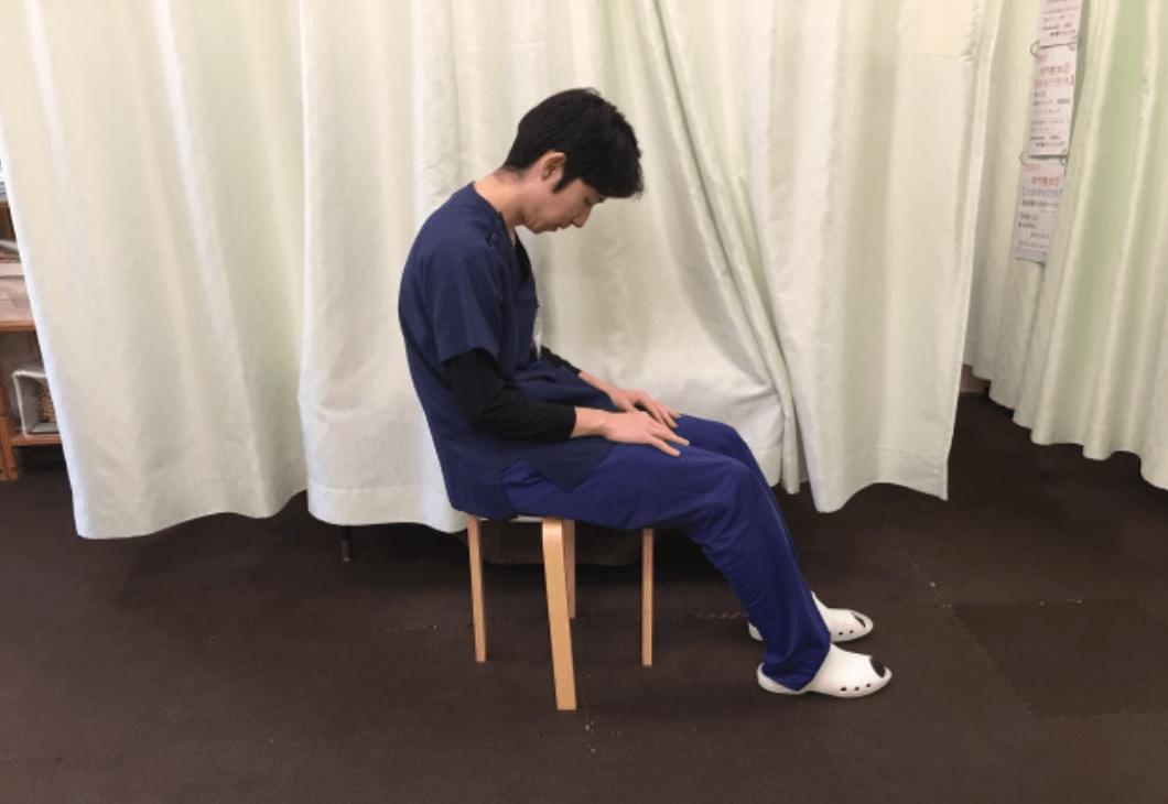 座ったままできる腰痛ストレッチ(骨盤体操)