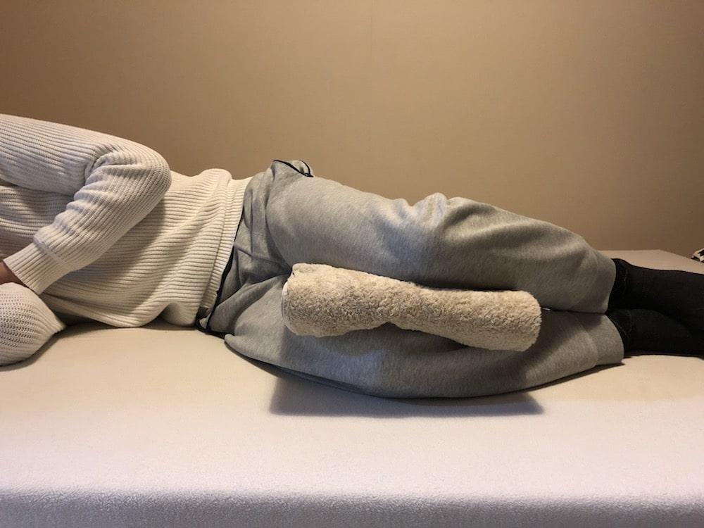 バスタオルを活用して腰痛を予防する寝方