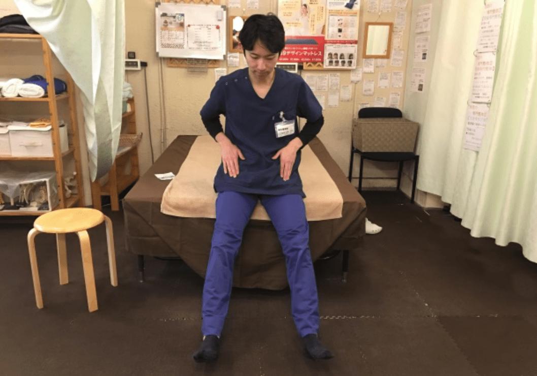 寝ながらできる腰痛ストレッチ(股関節ゆらゆら)2