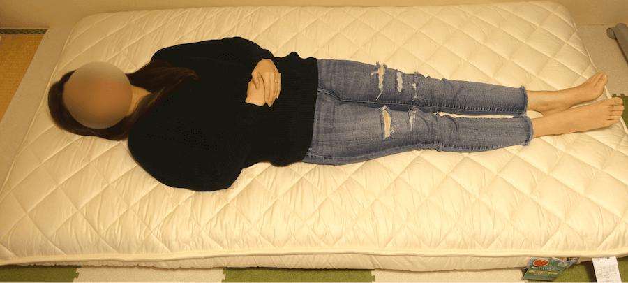 雲のやすらぎプレミアムに女性が寝てみた全体像