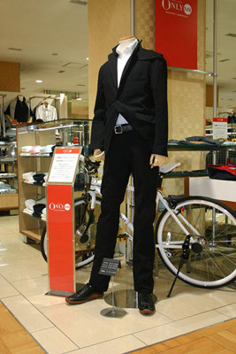 三越、災害時にも有用な自転車通勤用デニムセットアップスーツを発売