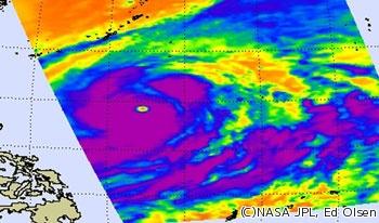 NASAが台風19号の衛星写真を公開 , 中心付近に強い雷雨