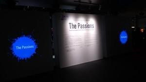 熱が未来をつくる~」。1964年と2020年の東京オリンピック・パラリンピックに関連したエンブレムやピクトグラムなどデザイン モチーフを中心に実物と解説を展示