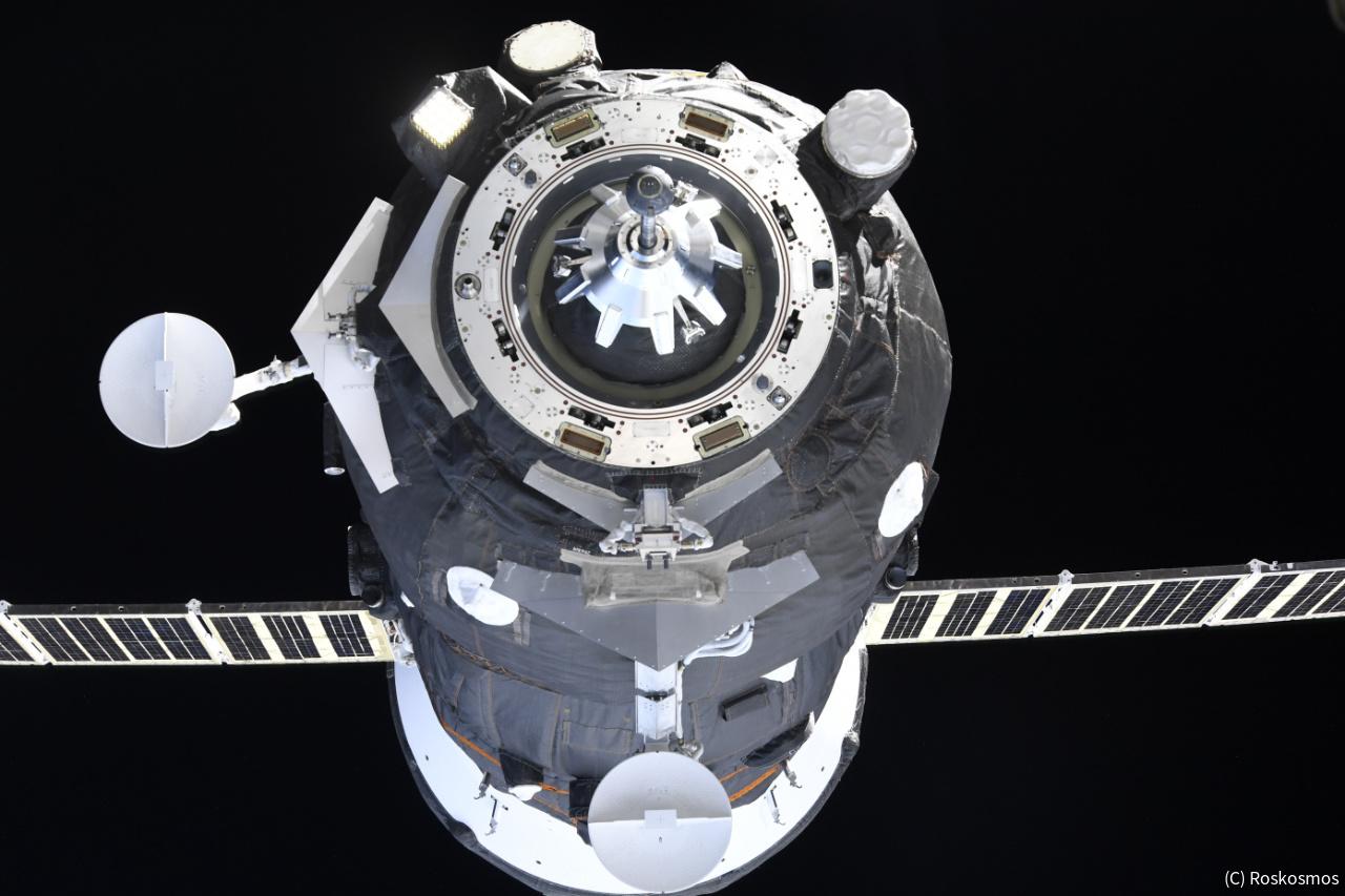 ロシア無人補給船、史上最速でIS...